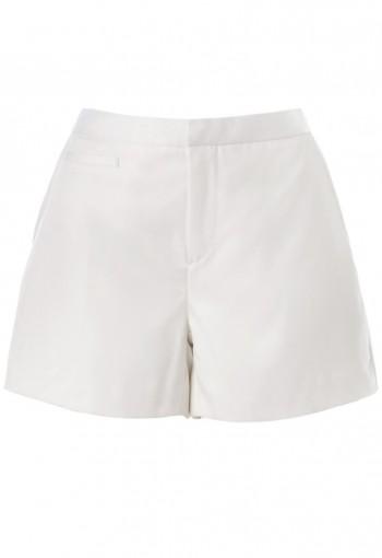 กางเกงขาสั้นสีขาวออฟไวท์