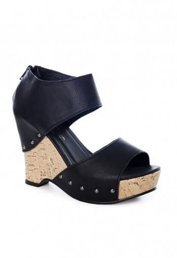 รองเท้าหนังส้นเตารีดสีดำ