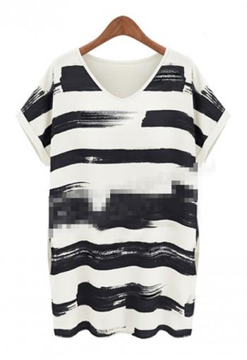 เสื้อยืดตัวยาว พิมพ์ลายสีดำ