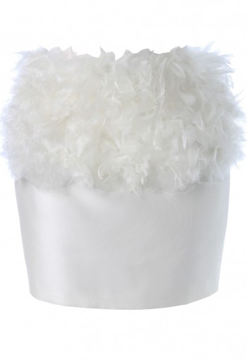 กระโปรงสีขาวแต่งด้วยผ้าแก้ว