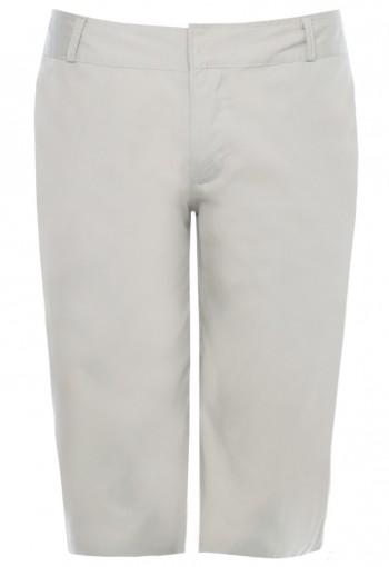 กางเกงขาสั้นสีเบจ ซิปกระเป๋าหลังสีน้ำเงิน