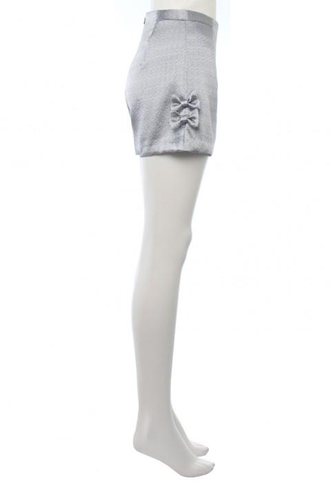 กางเกงขาสั้นเอวสูงผ้าเมทัลลิคสีเงิน